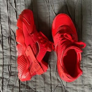 RED NIKE HUARACHE SNEAKERS